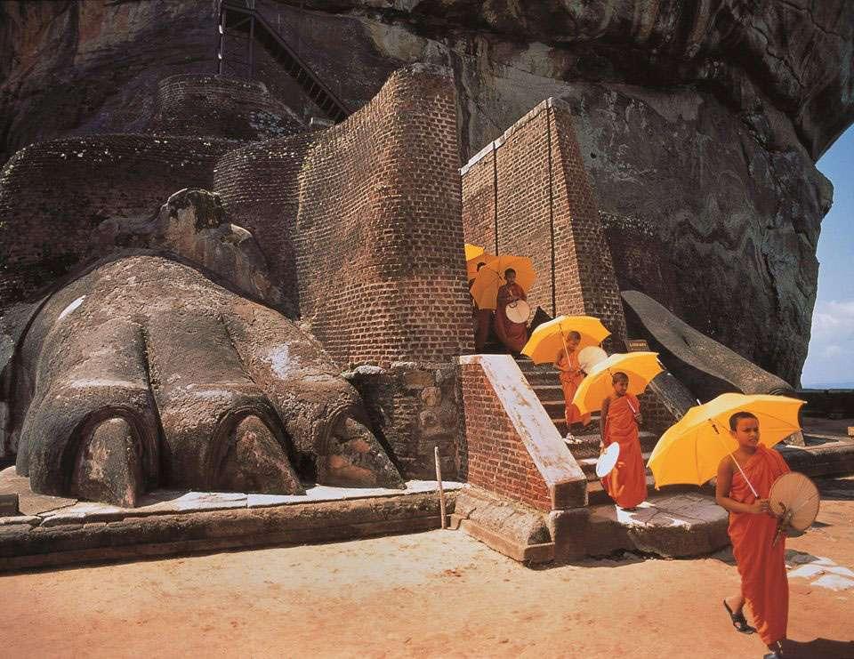 visit sigiriya in sri lanka
